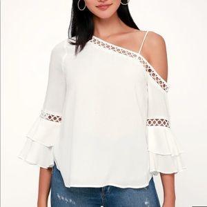 Lulu's Essue white one shoulder top